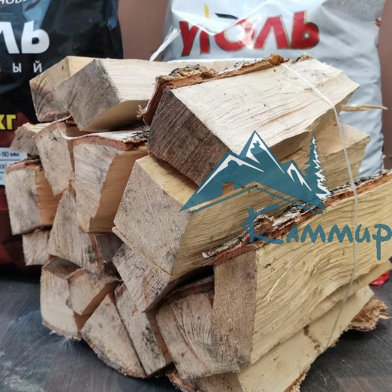 Колотые березовые дрова в вязанке