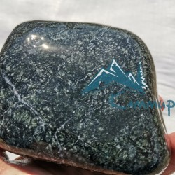 Камень пироксенит шлифованный