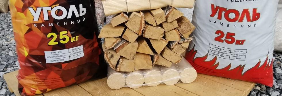 Уголь в мешках для отопления. Орех, семечка, отборный. Дрова и брикеты топливные в мешках.